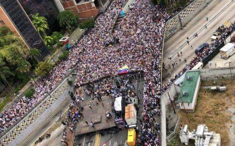 Centenas de milhares vão às ruas na Venezuela